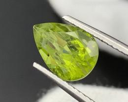 """NR"" 4.50 Carats Top Quality Parrot Green Color Natural Peridot"