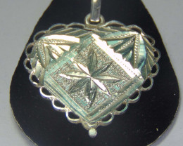 Pendent~faceted 999 silver designs ~ 20.80cts