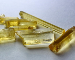18.20 CT Natural  Beautiful  Yellow Heliodor  Crystal Rough Lot