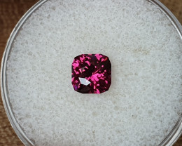 1,35ct Purple garnet - Master cut!