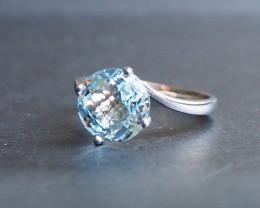 Aquamarine and 18k white gold ring