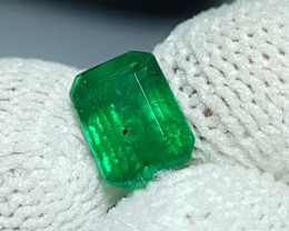 UNTREATED 1.07 CTS NATURAL STUNNING GREEN EMERALD FROM ZAMBIA