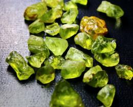 79.90 CTs CT Natural & Unheated Green Peridot Crystal