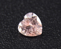 Unheated Padparadscha HEART , well-cut, amazing brilliance (01694)