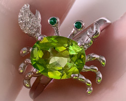 A Sparkling  Peridot Crab ring - size 8