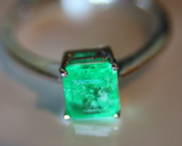 Emerald 1.11ct Solid 18K White Gold Solitaire Ring      Size 6