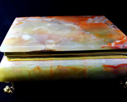 8470 CT Natural - Unheated Onyx Carved Jewelry Box Shape