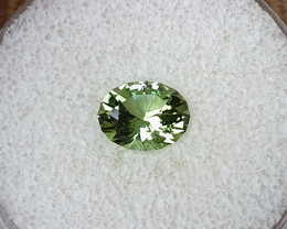 2,20ct Apple Green Tourmaline - Master cut!