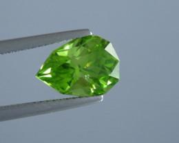 3.72 carat Natural Beautiful Pear Cut Apple Green Colour Peridot From Pakis