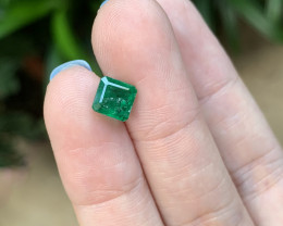 1.26 rectangular cut emerald worth usd800