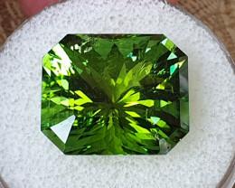 22,80ct Grass green Tourmaline - Designer cut!