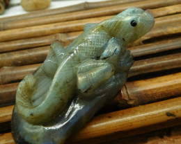 Flashy labradorite carving lizard figurine (D138)