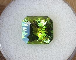 8,45ct Grass green Tourmaline - Designer cut!