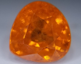 Spessartin, 2.75ct, full of fire this gem is a fascinating one!
