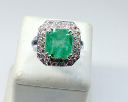 7.37ct Diamond Ring set with Colombian Emerald, 14kt White Gold