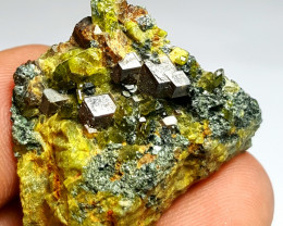 Amazing Natural color Damage free Garnet combine with Epidote 88Cts-A