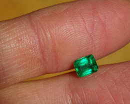 0.70ct Intense-Vivid Green Emerald - MI