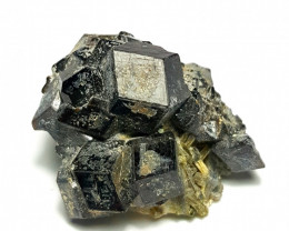 Amazing Natural Black Color Garnet combine with Epidote  50Cts-A