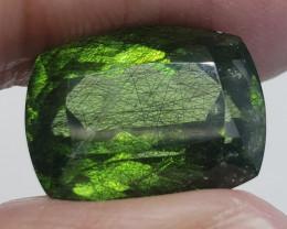 Peridot 16.30 carats Rutile
