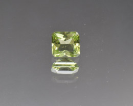 Natural Peridot 1.0 Cts, Pakistan