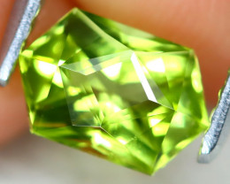 Peridot 0.92Ct VVS Master Cut Natural Neon Green Color Peridot AT0989