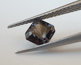 0,92ct Dark grey Spinel - Designer cut!