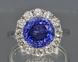 Natural Tanzanite, Diamonds and 18K Gold Ring, Elegant Design