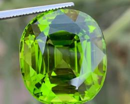 23.45 carats Loupe clean  Peridot Gemstone from pakistan