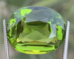 20.60 carats Amazing color Peridot Gemstone from pakistan