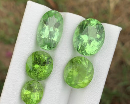20.75 carats Amazing color Peridot Gemstone from pakistan