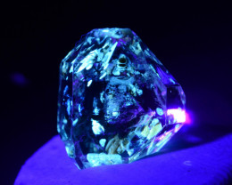 Rare 2.60 ct Natural Ancient Fluorescent Quartz With Ancient Petrolium