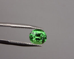 Tsavorite - Green  High-Quality - 0.68ct Cert -