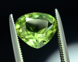 Top quality 2.45 ct Attractive Cut Peridot~ ST