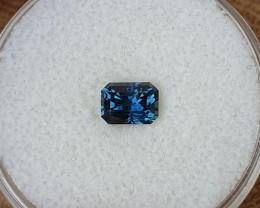 0,86ct dark blue to light blue colour shift Sapphire - Master cut!