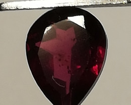 Rhodolit, 1.54ct, a drop falling down into your hands!