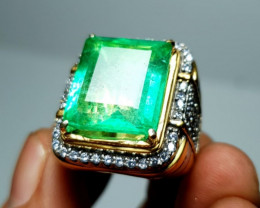 Certf. Colombia Emerald High Quality Light Green.