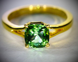 Green Tourmaline 2.40ct Solid 18K Yellow Gold Ring
