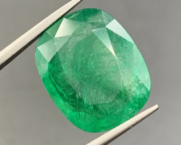 11.02 CT Emerald gemstone Natural color only Minor oil