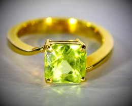 Peridot 3.02ct Solid 18K Yellow Gold Ring