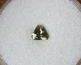 0,60ct Greenish yellow Sapphire - Master cut!