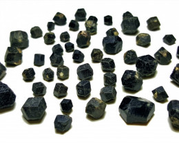 Amazing Natural Black Color Garnet Crystals Parcel good for jewelry 150cts