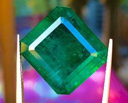 26.92 ct Emerald 100 % Natural with excellent luster  Gemstone