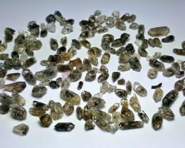 Amazing Natural color Diamond Quartz Crystals lot 100Cts-N-7