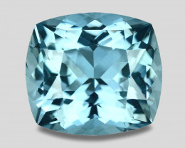 Flawless, high gem quality natural Santa-Maria blue aquamarine.