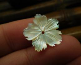 Shell carved flower pendant (G2630)