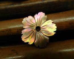 Gemstone shell carved flower pendant (G2631)