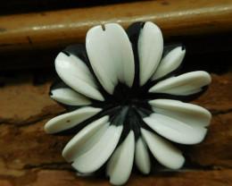 Obsidian white jade carved flower pendant (G2672)