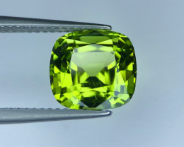 4.65 ct Fabolus Color Peridot Cushion Cut Faceted Gem