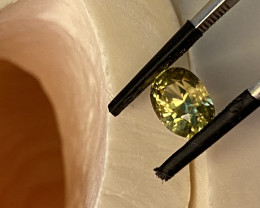 2.71CT- - -SPHENE-  THE BEST FOR JEWELLERY-   I DISCONNECT MY COLLECTION.