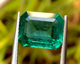 3.34 ct VVId Green Emerald With Excellent luster and Fine Cutting Gemstone